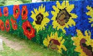 Дешево,креативно и быстро: делаем забор из пластиковых бутылок и крышек