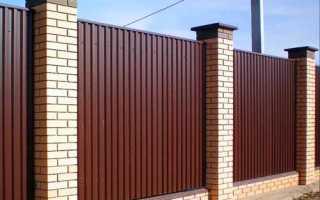 Как задекорировать забор из профлиста?